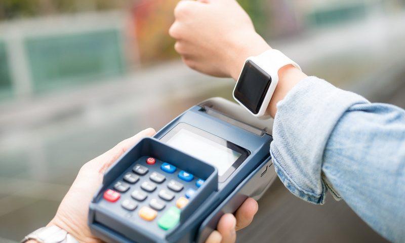 Νέα εποχή στα mobile payments. Πώς να πληρώνεις με το ρολόι σου