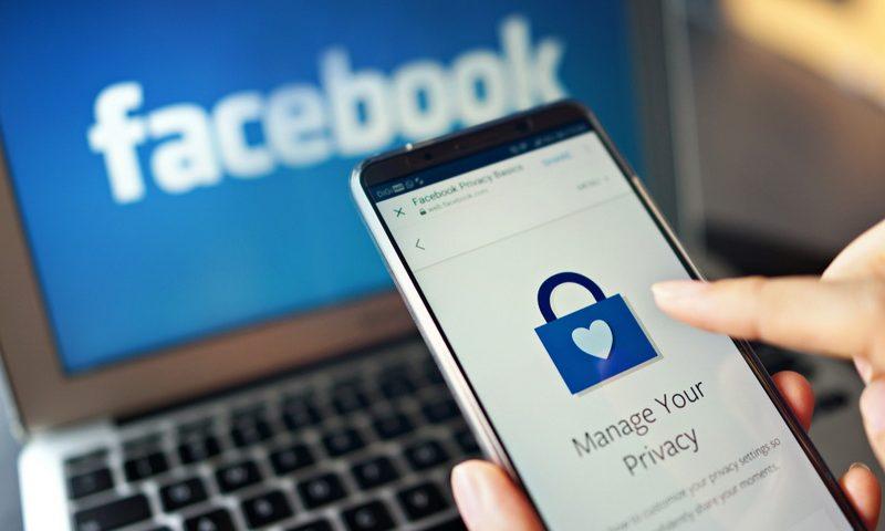 Βγάλε το κινητό σου από το Facebook