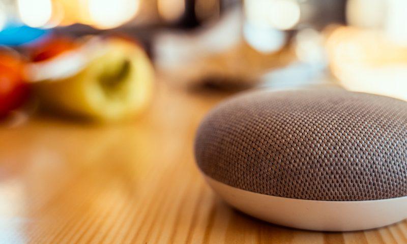 Το έξυπνο ηχείο παρακολουθεί για ύποπτους ήχους