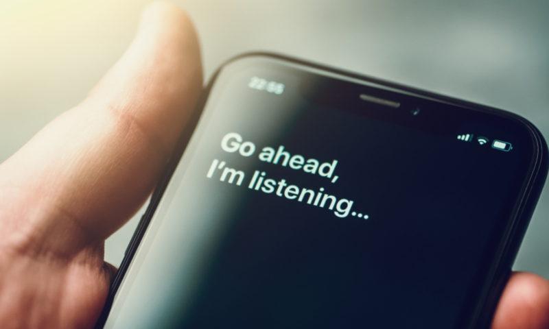 Πώς να αλλάξεις τη φωνή του ψηφιακού βοηθού σου